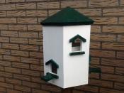 Vogel huis op voet