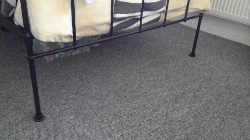 Mooi een persoons bed te koop met matras, Surhuisterveen