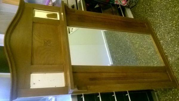mooie oude spiegel in hout