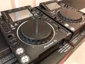 2x Pioneer CDJ-2000NXS2 +  1x DJM-900NXS2 mixer == 1899 EUR