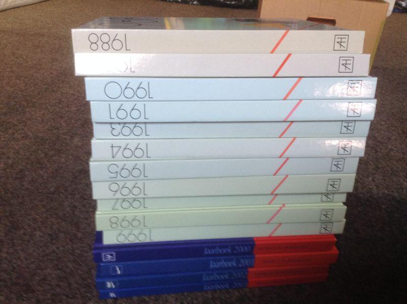 Jaarboeken (16stuks ) van 1988 tot 2003 in het Nederlands