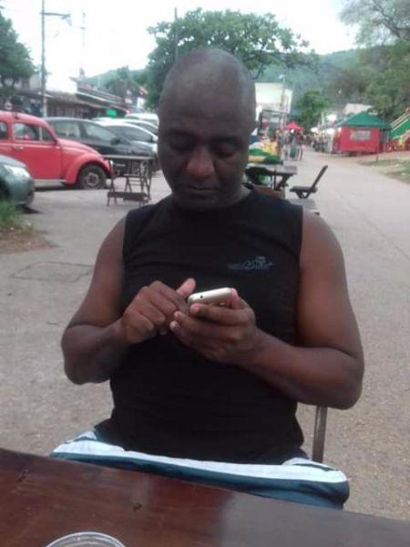 BRAZILIAANS MAN ZOEKT HET VROUWEN VOOR RELATIE EN PLUS